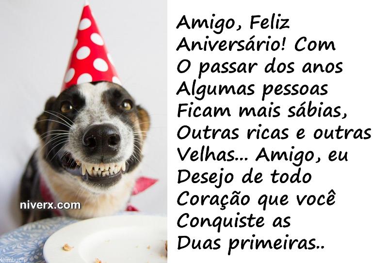 Feliz aniversário engraçado com cachorro